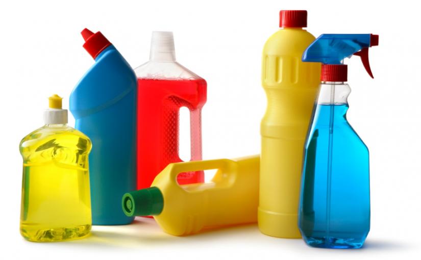 5 produtos de limpeza que costumam causar reações alérgicas