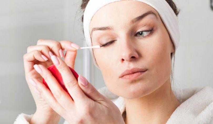 Por que algumas maquiagens podem causar alergia na pele?