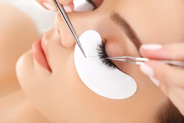 6 cuidados para não ter alergia no alongamento de cílios