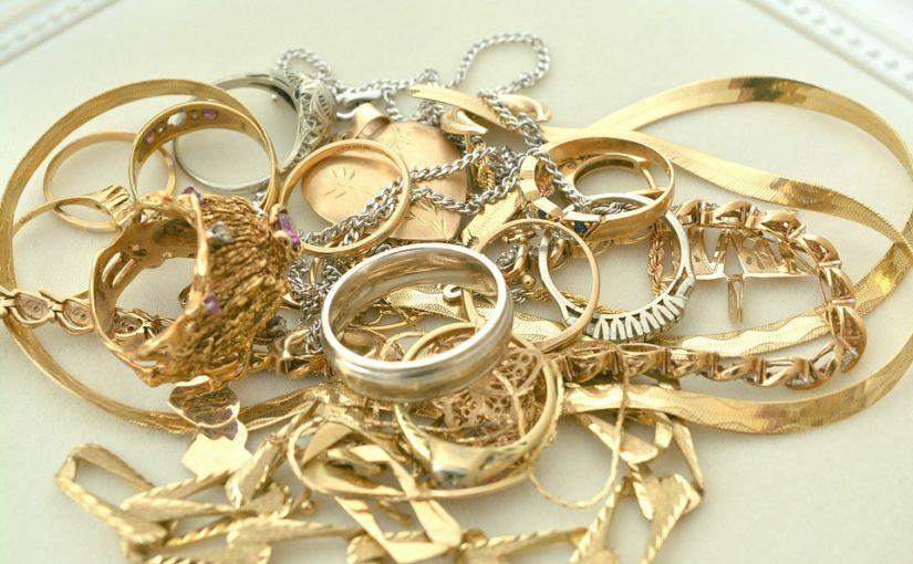 Por que algumas pessoas só podem usar acessórios de ouro?